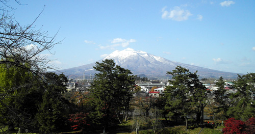 Mt. Iwaki from Hirosaki Castle